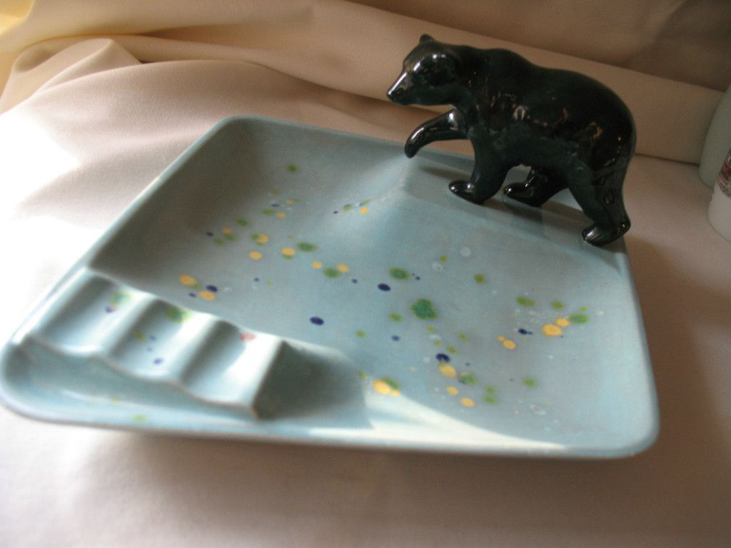 1966 HOLLAND MOLD signed F.L.W., ceramic ashtray wi a bear   pretty