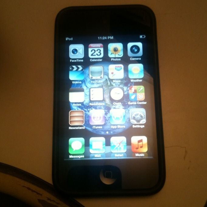 Apple iPod Touch 4th Generation Black 8 GB